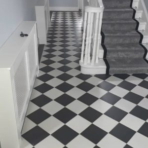 Hydraulic Black & White are a high quality porcelain floor tile with an anti-slip rating of R10. This makes them an ideal choice for high traffic areas aswel as outdoors steps, porches and patio areas.